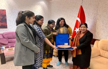 Indian community felicitating the Foreign Minister
