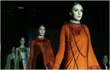 Famous Indian designer holds fashion show in Istanbul